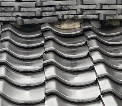 屋根の破損からの雨漏り