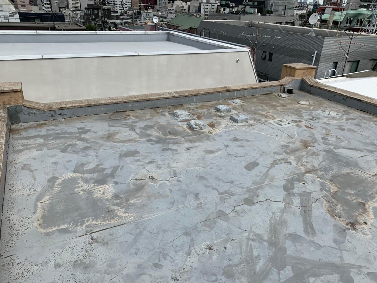 渋谷区で火災保険を活用した防水工事ビフォー