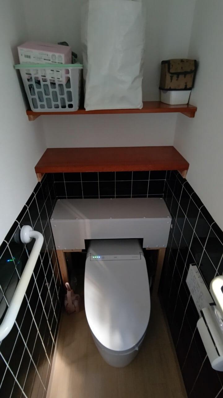 トイレ交換施工中