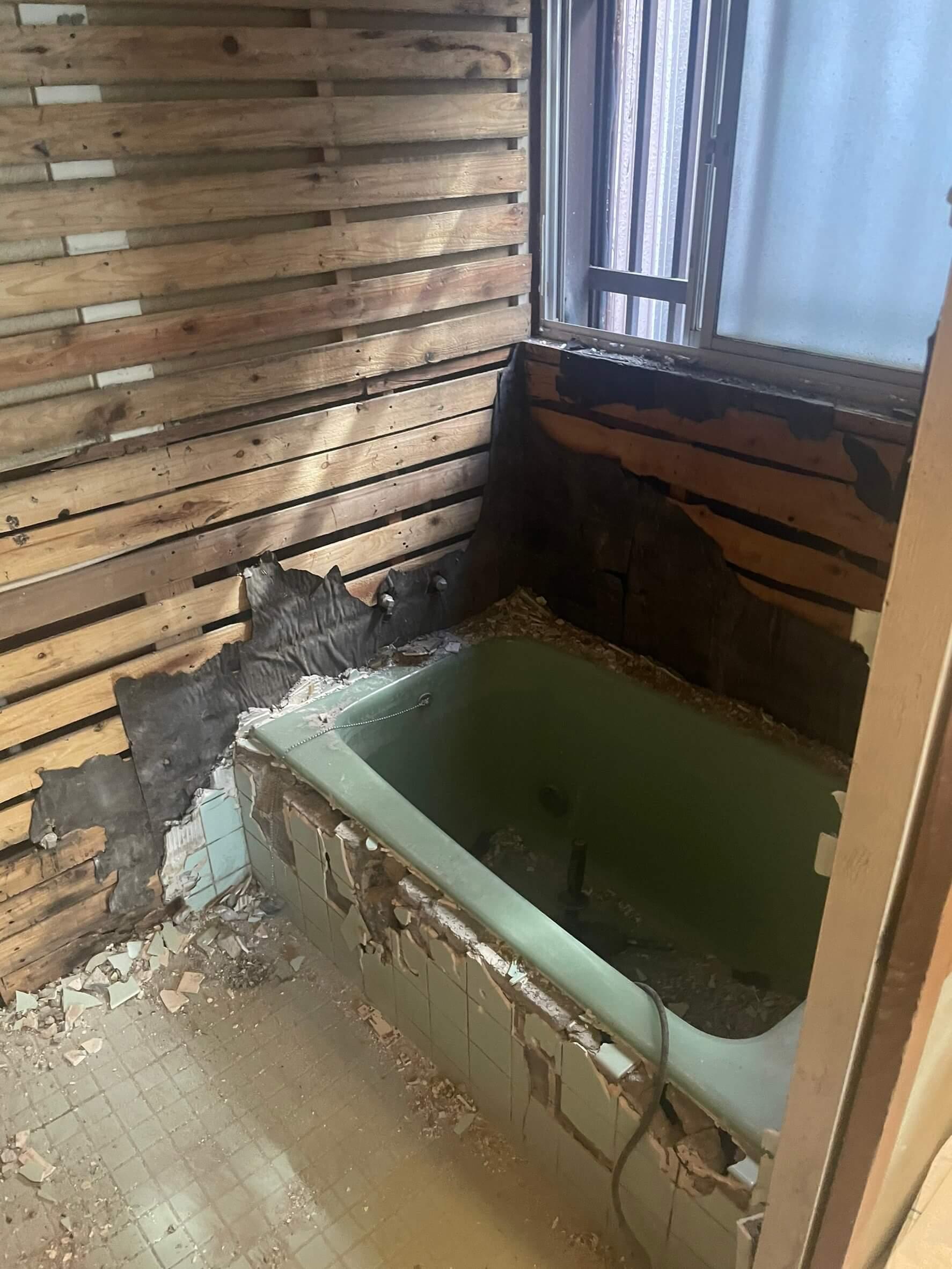既存浴室解体